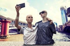 Пары туристов кукол принимают selfie Стоковое фото RF