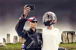 Пары туристов кукол принимают selfie Стоковые Фото