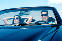 Пары управляя автомобилем Стоковые Фото