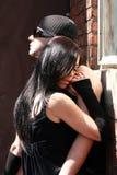 пары фасонируют обнимать Стоковая Фотография
