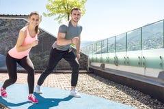 Пары фитнеса бежать outdoors Стоковая Фотография