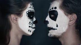 Пары хеллоуина в влюбленности Стоковые Изображения