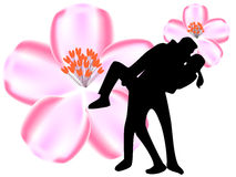 Пары целуя перед вишней Стоковая Фотография RF