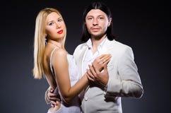 Пары человека и женщины в влюбленности Стоковые Изображения RF