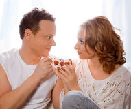 Пары любовников выпивая кофе или чай Стоковые Фото