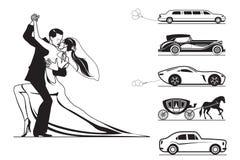 Пары groom и невесты с автомобилями свадьбы Стоковое Фото