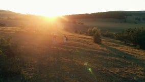 пары hiking горы сток-видео