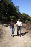 пары hiking старший гулять Стоковая Фотография
