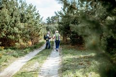 Пары Senor в лесе стоковая фотография rf