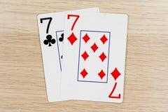 Пары sevens 7 - казино играя карты покера стоковые изображения