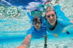 Пары snorkeling Стоковая Фотография