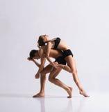 Пары sporty артистов балета в представлении искусства Стоковые Изображения