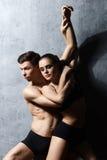 Пары sporty артистов балета в представлении искусства Стоковая Фотография