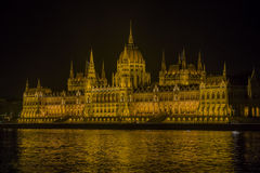 Парламент Венгрии на ноче Стоковое Фото