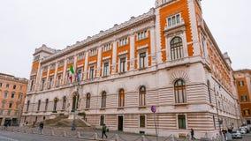 Парламент в Риме - впечатляющем здании в центре города стоковые фотографии rf