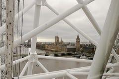 Парламент через Лондон наблюдает стоковое изображение rf