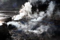 Пар El Tatio Чили весны сильного потока гейзера Стоковые Изображения