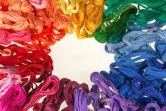 Пасма покрашенных потоков для вышивки - muline Стоковое Фото