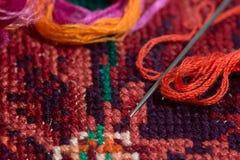 Пасма покрашенных потоков для вышивки - muline Стоковые Фотографии RF