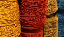 пасма потоков шерстей для продажи в haberdashery Стоковое Изображение