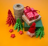 Пасмо потока, рождественской елки от бумажного оформления для украшения стоковая фотография rf