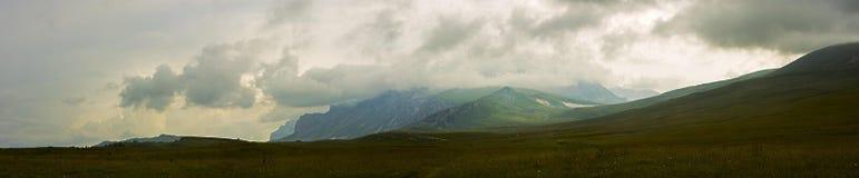 Пасмурная погода в горах Стоковые Фотографии RF