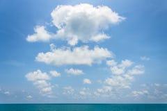 Пасмурное голубое небо Стоковое Изображение RF
