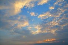 Пасмурное небо вечера Стоковое Изображение