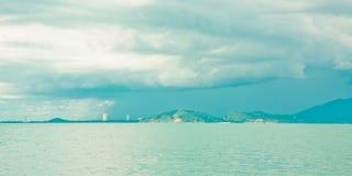 пасмурное небо гор острова Стоковые Изображения