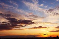 Пасмурное небо на заходе солнца Стоковая Фотография