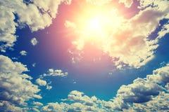Пасмурное небо с солнцем Стоковое Фото