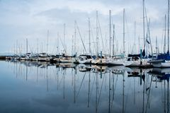 Пасмурное утро в гавани Стоковое Фото
