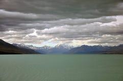 Пасмурные горные вершины Стоковое Изображение RF
