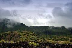 Пасмурные горы flores, островов acores стоковые изображения rf