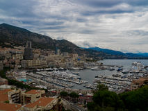 Пасмурные залив и гавань Монако и Монте-Карло, Франции Стоковое Фото