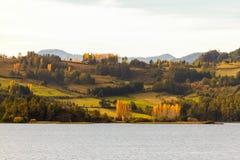 Пасмурный ландшафт холма на после полудня Стоковое Изображение