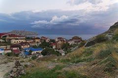 Пасмурный вечер в курортном городе в Крыме Стоковое Изображение