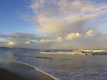 Пасмурный вечер на пляже Chintsa, одичалое побережье, Южная Африка Стоковые Изображения