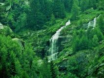 пасмурный водопад неба горы Стоковое Фото