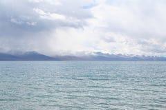 пасмурный день на namtso озера в Тибете Стоковое Фото