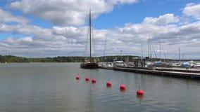 Пасмурный день Juny в гавани Loviisa Финляндия