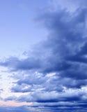 пасмурный драматический заход солнца неба Стоковая Фотография RF