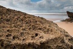 Пасмурный день на береге океана Стоковая Фотография RF