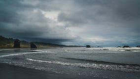 Пасмурный день на пляже Стоковые Фотографии RF