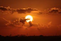 пасмурный заход солнца Стоковые Фотографии RF