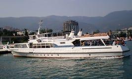Пассажирский корабль круиза в Крыме стоковая фотография rf