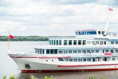 Пассажирский корабль на реке Стоковые Фото