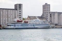 Пассажирский корабль Marmara состыкованный на порте Haydarpasa стоковые фото