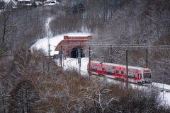 Пассажирский поезд приближать к тоннель Стоковое фото RF