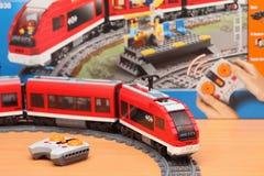 Пассажирский поезд 7938 города LEGO Стоковое Изображение RF